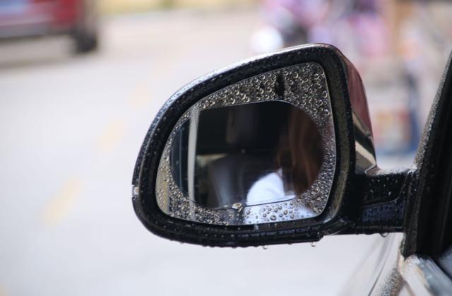 cách chống bám nước trên kính ô tô