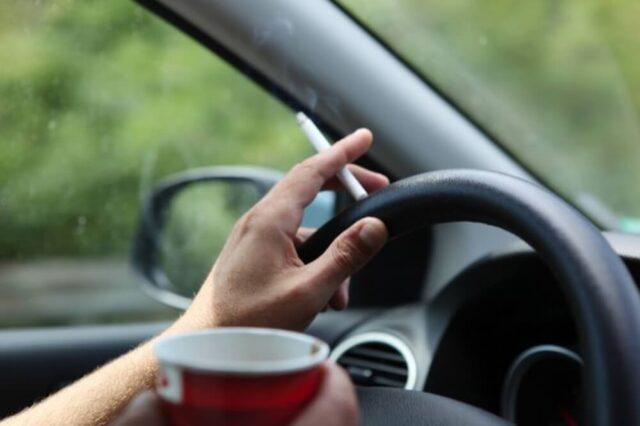 Hút thuốc lá trên xe Ô tô