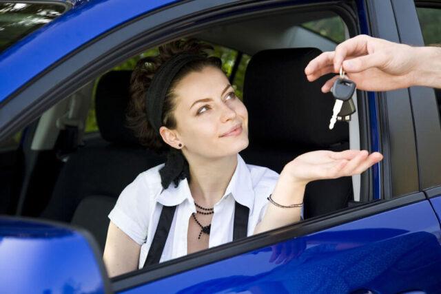 Phụ nữ có nên lái xe hay không?