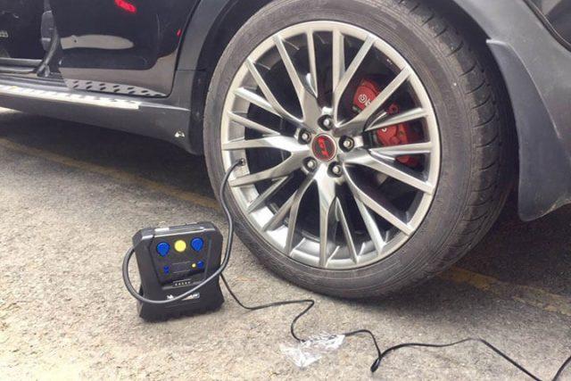 Cách bơm lốp ô tô