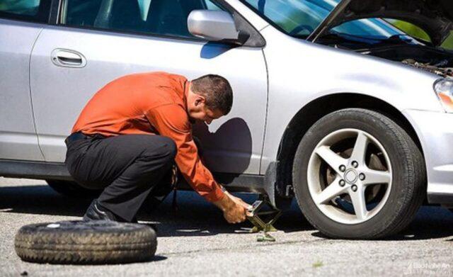 Cách xử lý khi xe Ô tô bị nổ lốp
