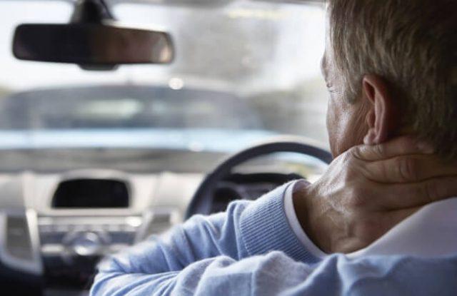 Mẹo giảm đau mỏi lưng cổ khi lái xe