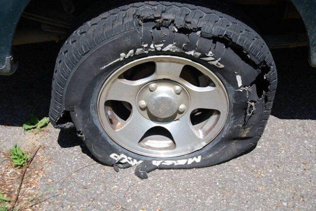 Nổ lốp ô tô