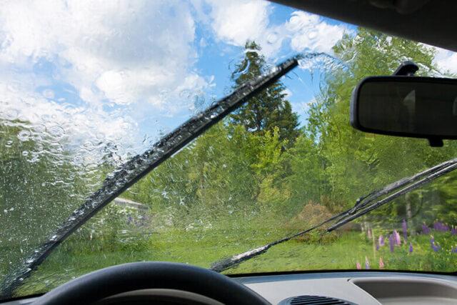 tự pha nước rửa kính ô tô