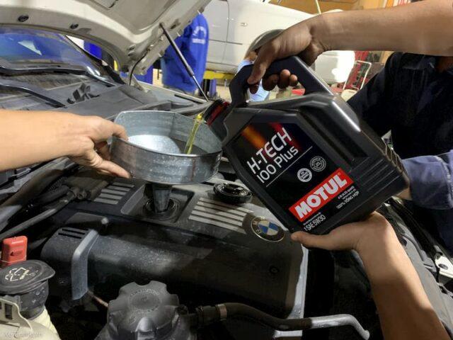 thay dầu nhớt động cơ tại nhà
