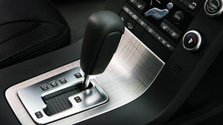 Những sai lầm tài xế thường mắc phải khi lái xe số tự động
