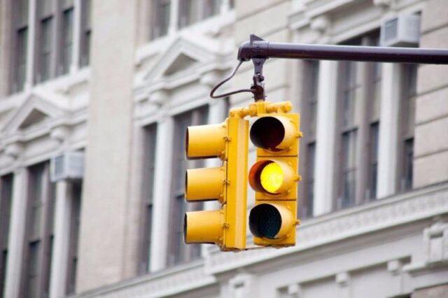 vượt đèn vàng giao thông